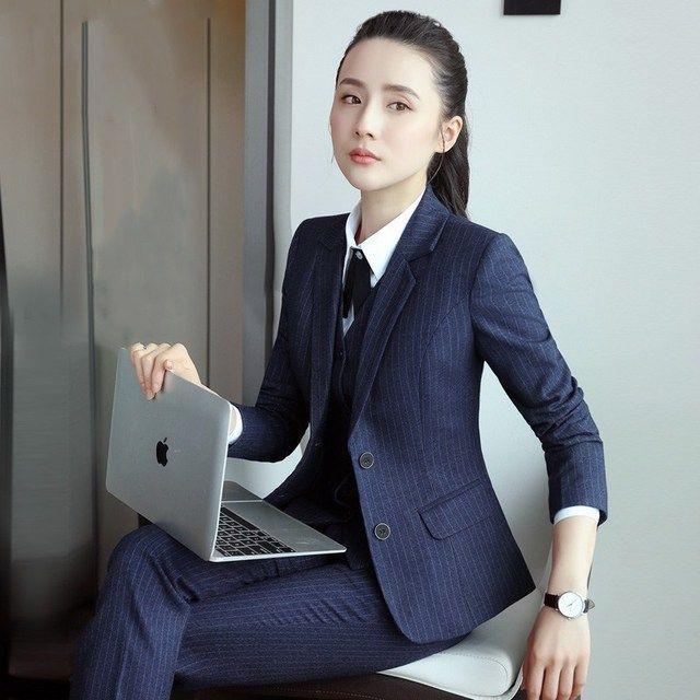 怎样选择职业装?标准的职业装的搭配原则是什么?